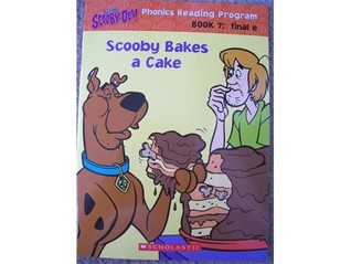 Scooby Bakes a Cake (Scooby-Doo!, #7)