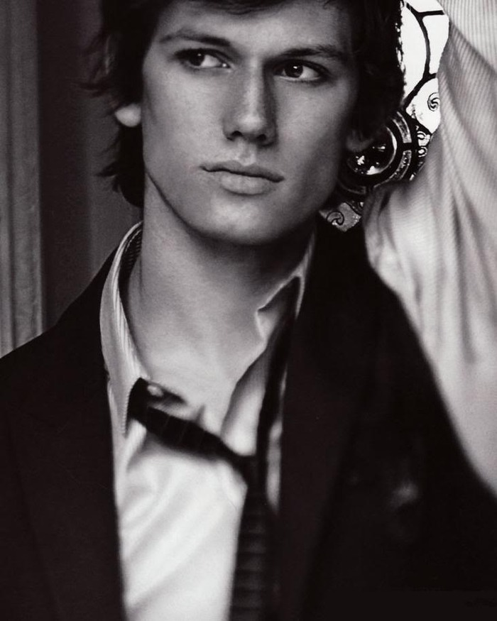 this Alex Pettyfer my choice for Jace but he would make a good Will as well and William Herondale is Jace's ancestor