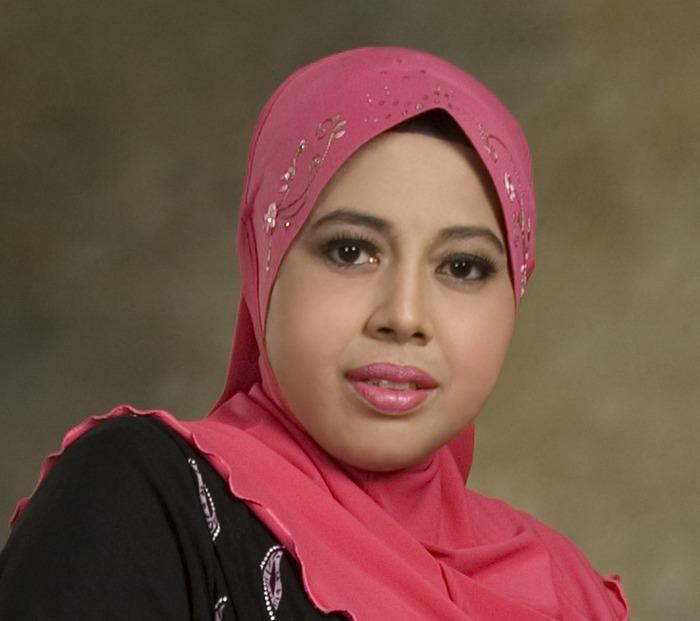 Siti Rosmizah (Author of Andai Itu Takdirnya)