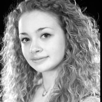 Photo of the author, Carrie Hope Fletcher.