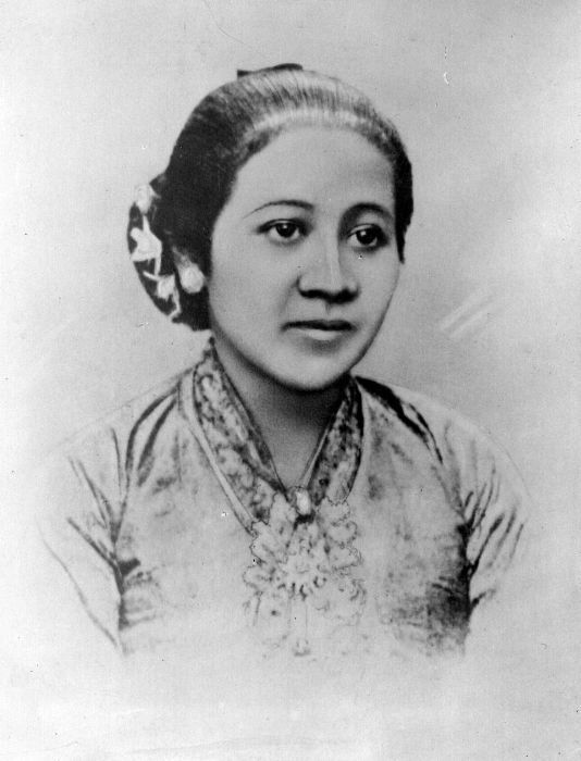 """Quote by R A Kartini """"Bermimpilah bermimpilah dengan hal"""
