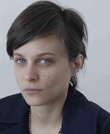 Romina paula author of agosto for Divan y paula