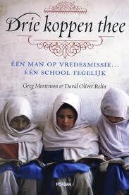 Drie koppen thee: eén man op vredesmissie, één school tegelijk