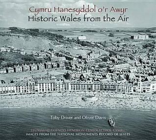 Cymru Hanesyddol o'r Awyr: Lluniau o Gofnod Henebion Cenedlaethol Cymru / Historic Wales from the Air: Images from the National Monuments Record of Wales
