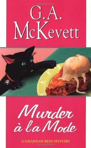 Murder à la Mode (Savannah Reid, #10)