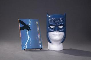 The Dark Knight Returns Book & Mask Set
