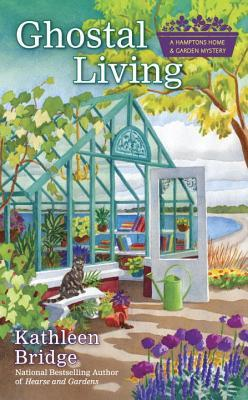 Ghostal Living (Hamptons Home & Garden Mysteries #3)