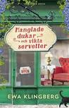 Manglade dukar och vikta servetter by Ewa Klingberg