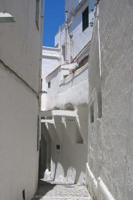 All White Narrow Alley in Santorini, Greece Journal: Take Notes, Write Down Memories in This 150 Page Lined Journal