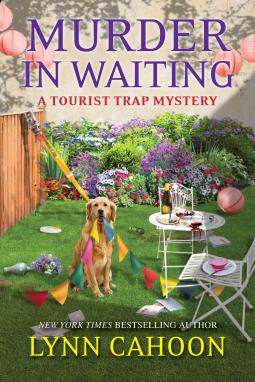 Murder in Waiting (Tourist Trap Mysteries #11)