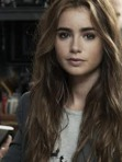 Lily Collins would be the perfect actor for Aislinn in the movie!!!